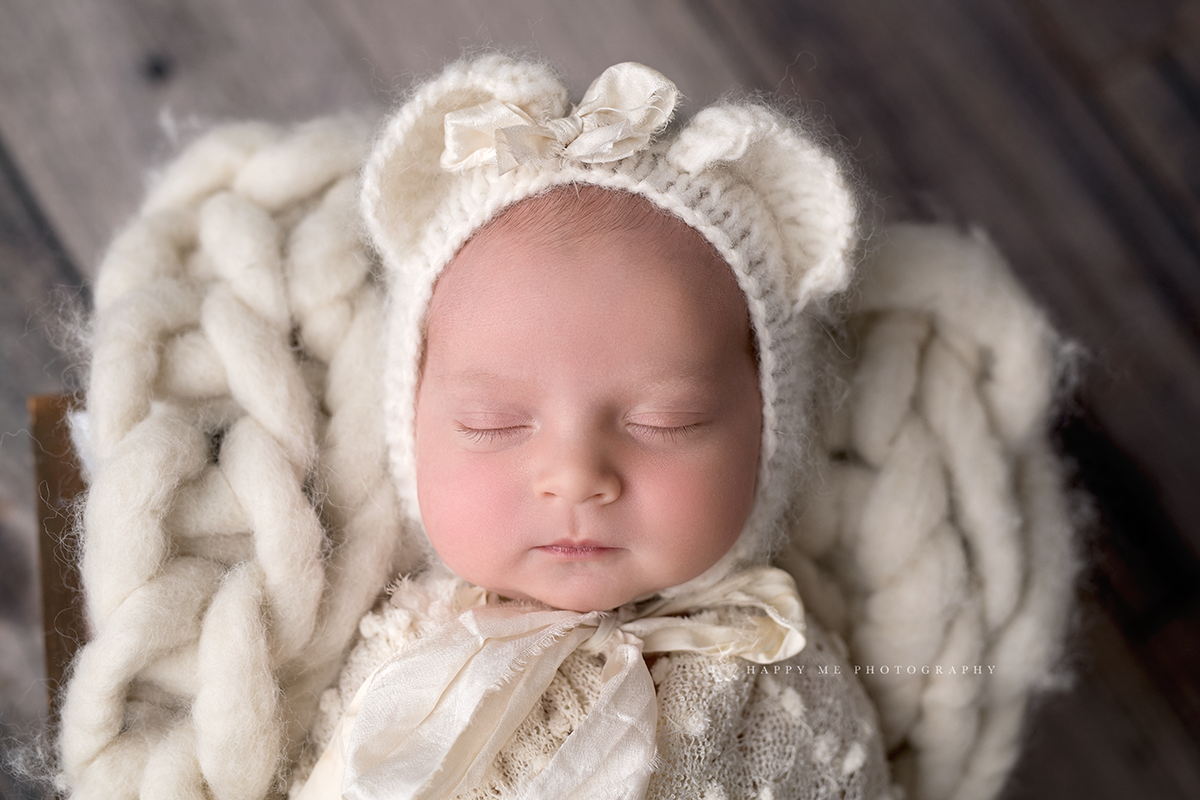 Newborn picture of a girl in San Cralos